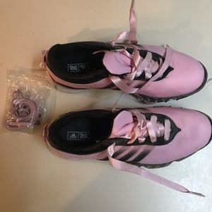 adidas Shoes - Adidas Traxion Pink ladies golf shoes with Bows! 6